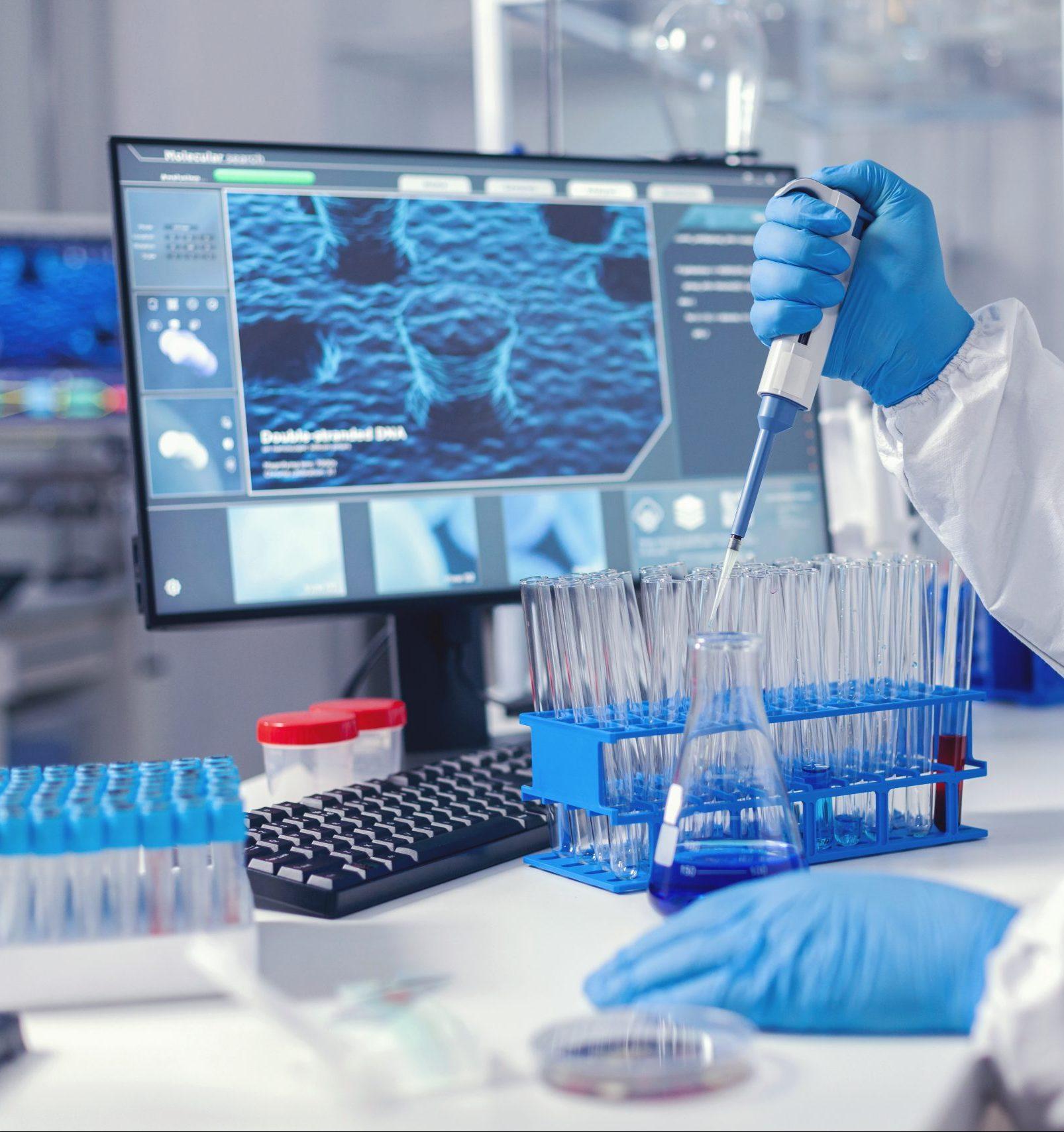 virolog-coducting-experiment